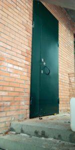 Дверь зеленая