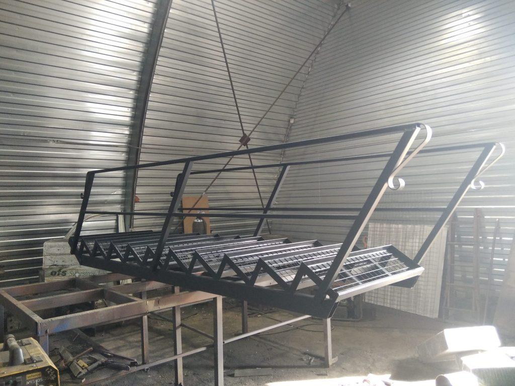Лестница металлокаркас