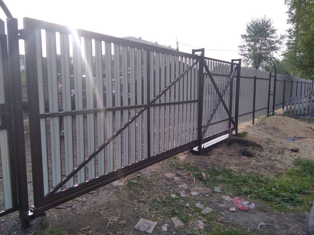 Откатные ворота из металлоштакетника