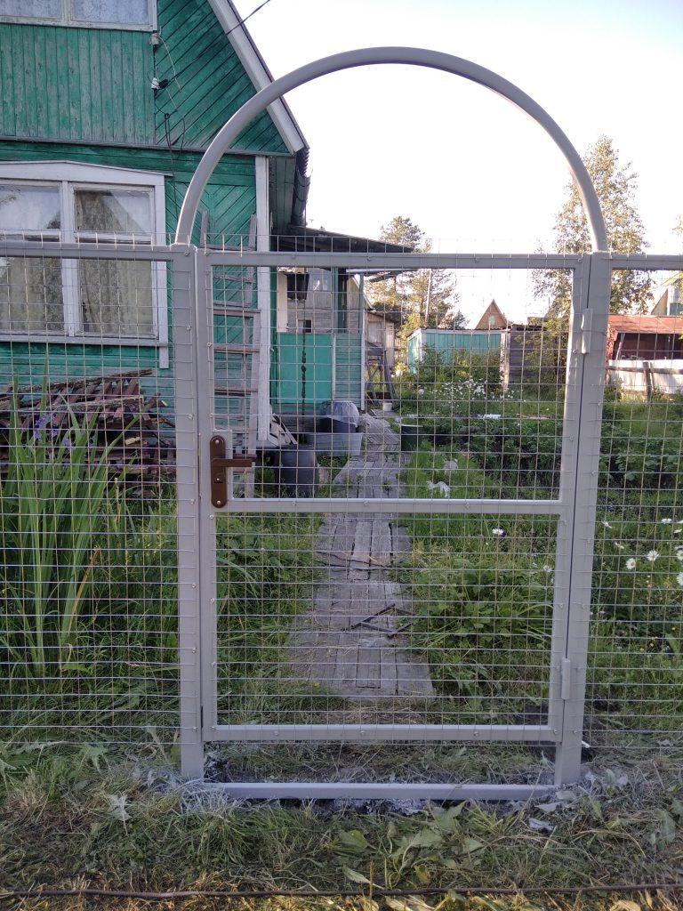 Забор из сетки калитка